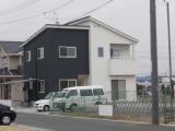 軒の出が少なく、庇のないシンプルな家